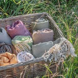 Nos linges de hammam en coton 100% biologiques vous accompagneront tout l'été 😍Sobriété des teintes naturelles, douceur au toucher, délicatesse des finitions frangées, fort pouvoir absorbant et fibres résistantes, ces foutas sont des accessoires de choix à glisser dans votre sac de plage, de sport ou de voyage 🏝Et vous, quelle est votre couleur préférée ?🇬🇧 Our 100% organic cotton steam room towels will accompany you all summer long 😍Sobriety of natural colours, softness to the touch, delicacy of the fringed finishes, high absorbency and resistant fibres, these foutas are the accessories of choice to slip into your beach, sports or travel bag 🏝And you, what is your favourite colour?#tade #tadepaysdulevant #tadépaysdulevant #alepposoapco #alepposoap #soap #savon #savondalep #savondalepveritable #paindalep #cosmosnaturalcertified #skincare #savondemarseille #marseillesoap #realmarseillesoap #pneurecyclé #foutas #cotonrecyclé #lingedebain