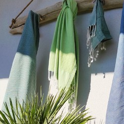 Véritable compagnon de vos vacances estivales, glissez votre foota en coton 100% biologique dans votre sac de plage ou nouez-le à la taille comme un paréo. Trouvez votre bonheur parmi nos 9 couleurs! 🌸🇬🇧 A real companion for your summer holidays, slip your 100% organic cotton foota into your beach bag or tie it at the waist like a pareo. Find your happiness among our 9 colours! 🌸#tade #tadepaysdulevant #tadépaysdulevant #alepposoapco #alepposoap #soap #savon #savondalep #savondalepveritable #paindalep #cosmosnaturalcertified #skincare #savondemarseille #marseillesoap #realmarseillesoap #pneurecyclé
